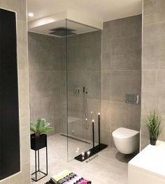 Modern, minimalist bathroom with walk-in shower .- Modernes, minimalistisches Badezimmer mit begehbarer Dusche Modern, minimalist bathroom with walk-in … - Bathroom Spa, Bathroom Layout, Modern Bathroom Design, Bathroom Interior Design, Bathroom Ideas, Bathroom Photos, Bathroom Organization, Bathroom Trends, Bathroom Cabinets