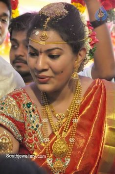 singer geetha madhuri gold jewellery for marriage Indian Gold Jewellery Design, Indian Wedding Jewelry, Indian Jewelry, Jewellery Designs, Wholesale Gold Jewelry, Real Gold Jewelry, Silver Jewellery, Beaded Jewelry, Gold Earrings Designs