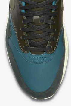 Nike Air Max Tavas via asphaltgoldBuy it @ asphaltgold