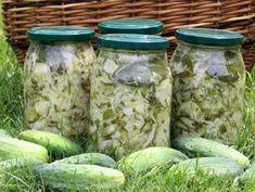 Sałatka z młodej kapusty, ogórków i cebuli - Przepisy kulinarne - Przetwory How To Make Pickles, European Dishes, Homemade Pickles, Polish Recipes, Polish Food, Meals In A Jar, Slow Food, Canning Recipes, Food Design