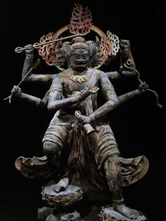 Vajra Yaksa - 金刚夜叉明王 .... the ring on the lower left hand is like a mission bell , trying to wake you up in the middle of darkness hopeless sin-ocean.......