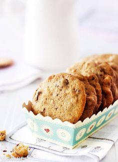 Photo: Riikka Kantinkoski Styling: Kati Pohja Kotivinkki www. No Bake Cookies, Baking Cookies, Work Meals, Chocolate Recipes, Chocolate Chip Cookies, Muffin, Chips, Breakfast, Sweet