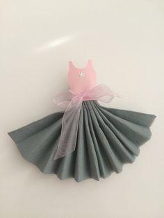 Pliage serviette ballerine rose et gris