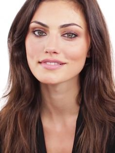 Look at the Bronzed going out makeup look with the wonderful Phoebe Tonkin. http://wwwear.me/2fPd7jn Friday night can't come soon enough via @byrdiebeauty