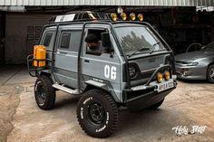 De Maruti Suzuki Gymni is de stoerste auto van vandaag Motorcycle Carrier, Suzuki Carry, Off Road Tires, Jerry Can, All Terrain Tyres, Suzuki Jimny, New Motorcycles, Roll Cage, Steel Wheels