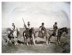 Gauchos presos y policía a caballo, by Francisco Ayerza [Colección Witcomb, Archivo General de la Nación]