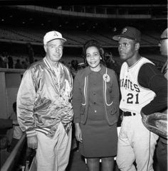 Joe DiMaggio, Mrs Jackie Robinson and Roberto Clemente. Mlb Players, Baseball Players, Pirate Pictures, Dodgers, Puerto Rican Culture, Roberto Clemente, Yankees Fan, Baseball Art, Joe Dimaggio