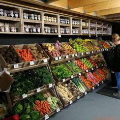 Photo's from Linkshelving installations: Farm shop & deli, Cookshop & interiors, Gift shops, Bakery & fruit & Veg, Grocers & local stores. Shop-galleries