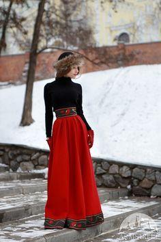 Longue jupe de laine « Saisons Russes »  La jupe est faite de laine dense avec la ceinture haute. Coupe en biais fournit cette jupe avec silhouette