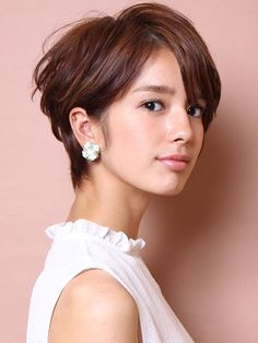straight-hairstyles-are-easy - Fab New Hairstyle 1 Short Sassy Haircuts, Short Bob Hairstyles, Pretty Hairstyles, Short Hair Cuts, Short Hair Styles, Work Hairstyles, Bride Hairstyles, Headband Hairstyles, Love Hair