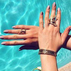 This gorgeous Temple St Clair bracelet is perfect for summer soirées! #instagems #instajewels #bling #diamonds #poolside #templestclair #bracelet #designer #love #gold #regram #want #singlestonemissionstreet