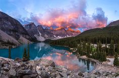 A beautiful morning sunrise in Moraine Lake, Banff National Park, Canada [2048x1349]. Front page Reddit, 3/9/14. Posted by u/DoTal