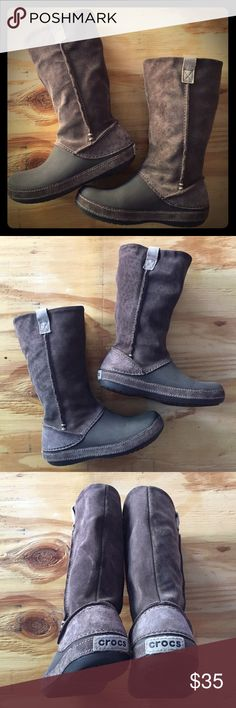 Crocs Women Boots This is an essential style for the season, confortable, ideal for relax weekends CROCS Shoes Winter & Rain Boots Women's Crocs, Vegan Shoes, Pretty Shoes, Rain Wear, Fashion Essentials, Winter Rain, Fashion Boots, Leather Boots, Cinderella