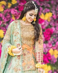 Ayeza Khan is constantly keeping herself busy, she loves doing photo shoots and is equally passionate about her acting career. Ayeza Khan has the perfect featur Pakistani Bridal Hairstyles, Mehndi Hairstyles, Pakistani Bridal Makeup, Pakistani Wedding Outfits, Indian Bridal Fashion, Bride Hairstyles, Indian Outfits, Pakistani Mehndi Dress, Bridal Mehndi Dresses