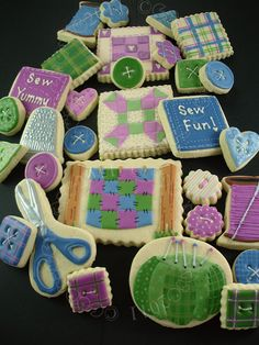 Quilting and sewing cookies! I love the buttons