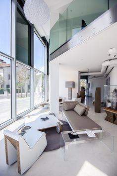 Proposta di salotto con poltrone Swing, tavolino Wheel e lampada Aurora www.staygreen.it