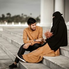 CINTA SEBELUM KAHWIN ITU KUDIS Wahai kaum lelaki, Kuatkanlah iman. Bila rindu membuak-buak, ambillah wudu' dan solatlah. Menangislah… Muslim Couple Quotes, Cute Muslim Couples, Couples In Love, Romantic Couples, Muslim Couple Photography, Wedding Photography Poses, Cute Baby Girl Pictures, Couple Pictures, Islamic Posters