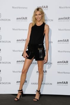 Anja Rubik en total look Anthony Vaccarello look de tapis rouge look sexy noir http://www.vogue.fr/mode/inspirations/diaporama/le-dner-de-lamfar-paris/21422/carrousel#anja-rubik