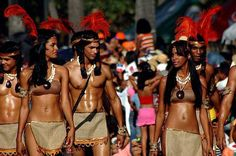 "The Taino Indians Native Americans of the Caribbean The Taino Indians: Native Americans of the Caribbean. ""Who are the Tainos? The U.S. Government says they are extinct, but they are not. Most likely you might know them as Latinos, a Spanish speaking person of Latin American (the Spanish speaking part of the Americas, south of the U.S.) descent. Not all, but many modern day Tainos are unaware of their lineage. To understand how that could happen you must know the story from the beginning."
