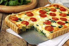 tarta pomidory szpinak feta I Love Food, Good Food, Yummy Food, Snack Recipes, Cooking Recipes, Snacks, Puff And Pie, Tasty Dishes, Food Inspiration