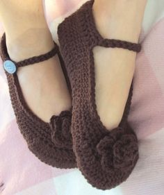 slippers: how adorable are these, and with comfey yarn.... my tired feet would love those!