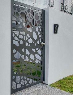 Garduri moderne in zona rezidentiala Pipera - Traforate. Iron Gate Design, House Gate Design, Fence Design, Door Design, Laser Cut Screens, Laser Cut Panels, Metal Gates, Iron Gates, Jaali Design
