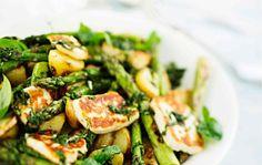 Tämä salaatti sopii loistavasti myös savustetun lohen kanssa tarjottavaksi.