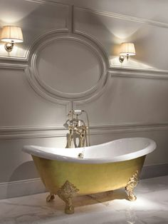 Devon & Devon's gold leaf bathtub tops our luxe list of bathroom accessories that are so this season. Splurge and bathe in your very own pot of gold Gold Bathroom Accessories, Toilet Accessories, Clawfoot Bathtub, Bathroom Faucets, Bathroom Lighting, Style Boudoir, Devon Devon, Cast Iron Bathtub, Art Deco Bathroom