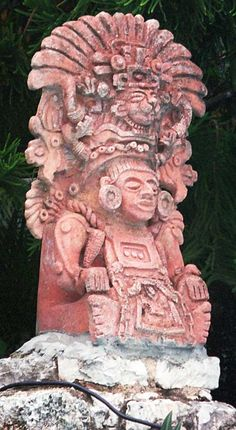 Mayan God Tulum Dios Felino con plumaje