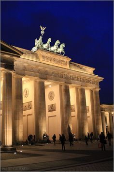 Brandenburg Gate, Brandenburger Tor by night - Platz des 18. März, Straße des 17. Juni, Pariser Platz, Unter den Linden near Hotel Adlon - Berlin Germany/Deutschland