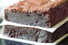 You& love these decadent flourless brownies! Made with absolutely no flour of any kind, they are brimming with intense chocolate flavor and fudginess. Divine Chocolate, Chocolate Flavors, No Carb Recipes, My Recipes, Free Recipes, Brownie Cake, Brownies, Brownie Recipes, Cookie Recipes