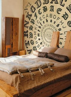 Nice look for a steampunk styled bedroom. Need a few gears to make it pop