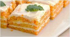 Morcovii sunt cei care ne ajută să menținem o vedere perfectă. Este binevenit consumul de morcov sub orice formă. Această rețetă de prăjitură încearcăsă combine gustosul cu sănătosul. Cu puține ingrediente veți obține un deliciu care poate fi preparat chiar și de începători! Încercați și nu veți regreta! Ingrediente 2 banane 3-4 morcovi 3 ouă 1 pahar de iaurt 3-4 linguri de miere 1 pahar de făină de ovăz sau de porumb 1/2 linguriță de bicarbonat de sodiu Mod de preparare Într-un castron…