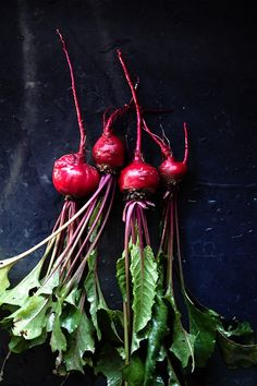 Beets: have a large amount of antioxidants and two that are rare to find in vegetable; Beets are great for eye health and healthy nerve tissue. Beets also support a great detox of the body. Fresh Beets, Fresh Fruit, Fruit And Veg, Fruits And Veggies, Vegetables Photography, Photo Food, Dark Food Photography, Design Seeds, Nutrition Tips