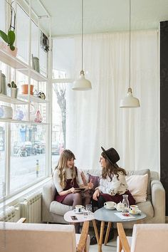 Two Girlfriends Using Tablet Computer At The Coffee Shop by Aleksandra Jankovic - Friend, Computer - Stocksy United Friendship Photoshoot, Coffee Shop Photography, Coffee Shop Aesthetic, Frida Art, Modern Cafe, Coffee With Friends, Photoshoot Themes, Floor Design, Warm Colors