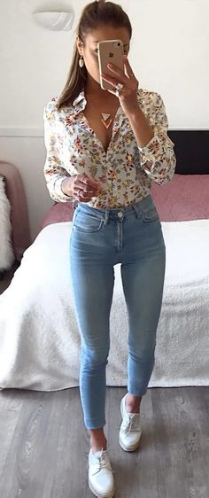 Lovely Summer Outfits To Stand Out From The Crowd – … schöne Sommeroutfits, die sich von der Masse abheben – [. Cute Casual Outfits, Basic Outfits, Outfits For Teens, Stylish Outfits, Yellow Outfits, Look Fashion, Fashion Outfits, 90s Fashion, Queer Fashion
