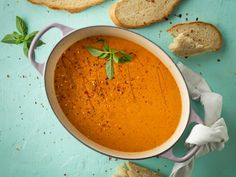 DINSDAG: Tamatie-en-basiliekruidsop My Recipes, Dessert Recipes, Desserts, South African Recipes, Ethnic Recipes, Winter Food, Thai Red Curry, Soups, Cakes
