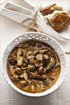 Mushrooms baked in cream Photography Lee Malan Recipe Aletta Lintvelt Nigella Lawson, Soup Recipes, Cooking Recipes, Healthy Recipes, Mushroom Recipes, Mushroom Soup, Nigel Slater, English Food, Vegan