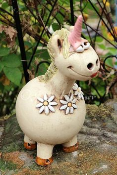 Newest Pic Ceramics sculpture plants Suggestions Einhorn Gartenkeramik Rosenkugel Ceramics Projects, Art Projects, Persian Decor, Apothecary Decor, Woodland Party, Gourds, Ceramic Art, Garden Art, Sculpture Art