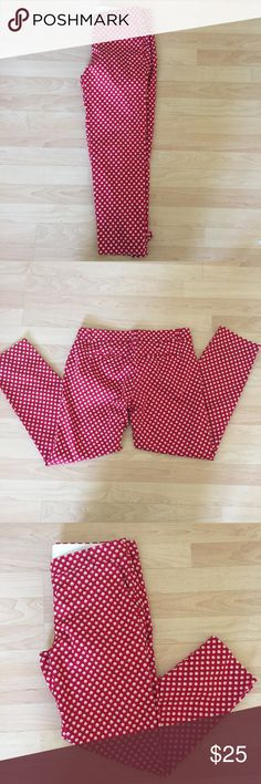 J. Crew red and white Chino Capris So cute!99% cotton. 2% spandex. Inseam- 26 Waist- 16.5 Rise- 8 J. Crew Pants Ankle & Cropped