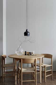 Get inspired by these dining room decor ideas! From dining room furniture ideas, dining room lighting inspirations and the best dining room decor inspirations, you'll find everything here! Dining Room Inspiration, Interior Inspiration, Design Inspiration, Interior Modern, Room Interior, Apartment Interior, Danish Interior Design, Home Modern, Interior Design Magazine