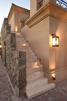 Vichingo Creek Case di lusso - The Lodge at Whitefish Lake Rustic Exterior, Exterior Design, Hacienda Style Homes, House Outside Design, Outdoor Stairs, Dream House Exterior, Mediterranean Homes, Dream Home Design, Facade House