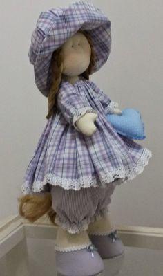 como fazer boina de boneca russa - Pesquisa Google                                                                                                                                                      Mais Fabric Dolls, Clothing Patterns, Plaid Scarf, Art Dolls, Doll Clothes, Diy And Crafts, Crochet Hats, Handmade, Biscuit