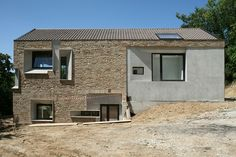 Picture House by Barilari Architetti, Ripatransone, Italy Modern Architecture Design, Organic Architecture, Beautiful Buildings, Beautiful Homes, Stone Facade, Brick And Stone, Brickwork, Stone Houses, Facade House