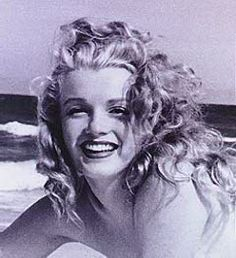 Norma Jean (Marilyn Monroe) Fresh as a sea breeze ! Estilo Marilyn Monroe, Norma Jean Marilyn Monroe, Marilyn Monroe Photos, Divas, Brigitte Bardot, Stars D'hollywood, Greta, My Hairstyle, Norma Jeane