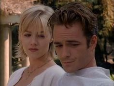 Jennie Garth, Kelly Taylor, Beverly Hills 90210, Short Hair Old Tv Shows, Best Tv Shows, Favorite Tv Shows, 90210 Cast, 90210 Fashion, Jennie Garth, Luke Perry, Beverly Hills 90210, Tv Couples