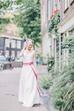 wedding dress by noni. Photography: Le Hai Linh Photography. Read more: http://www.hummingheartstrings.de/index.php/hochzeitsmode/noni-brautmoden-kollektion-2015/
