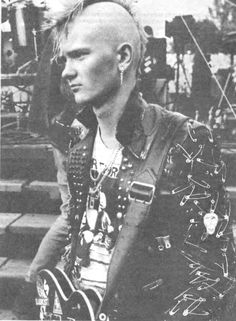 Craig Whitehead, the Autumn King. Punk Guys, 80s Punk, Anti Fashion, Punk Fashion, Punk Subculture, Straight Edge, Mode Punk, Punk Patches, Punks Not Dead