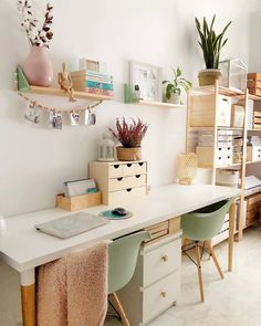 20 tips will help you improve the environment in your bedroom. Study Room Decor, Cute Room Decor, Room Ideas Bedroom, Home Office Space, Home Office Design, Home Office Decor, Home Decor, Office Desk, Home Interior Design