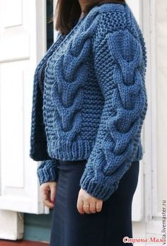 Нашла картинку, захотела связать себе такую штучку, у меня все кардиганы длинные, а такого нету (только такого ) Фото принадлежит мастеру Татьяне Васильевой, взяты с сайта спицами ру Cable Knit Jumper, Knit Cardigan, Knit Dress, Crochet Cocoon, Knit Crochet, Vintage Knitting, Baby Knitting, Cardigan Pattern, Sweater Design